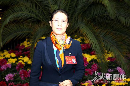 """[今日最前沿]贾玉英:把剪纸人的""""中国梦・吉祥梦""""带到北京"""