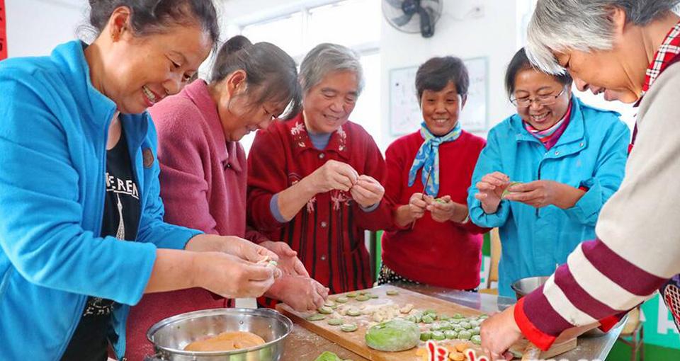 """秦皇岛:包饺子 话家常 欢聚一堂迎""""重阳"""""""