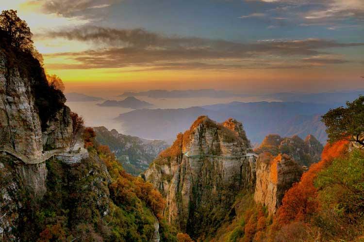 重阳节登高白石山 赏红叶品秋韵60岁老人免门票