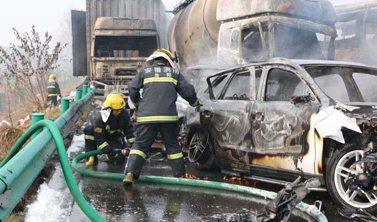 滁新高速阜阳段发生连环交通事故 目前造成18人死亡