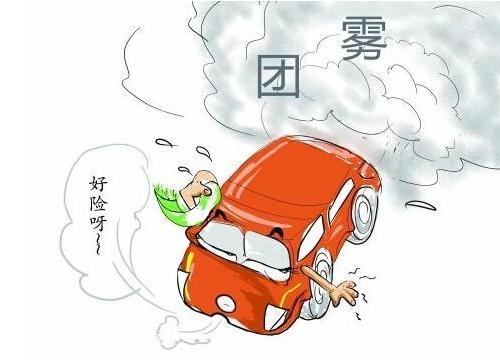 安徽阜阳30车连环相撞 多辆汽车烧成空壳