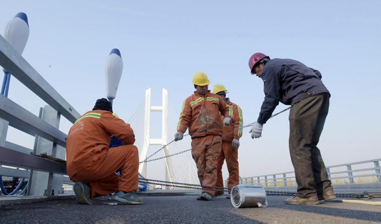 潮白河大桥进行涂装和亮化工程