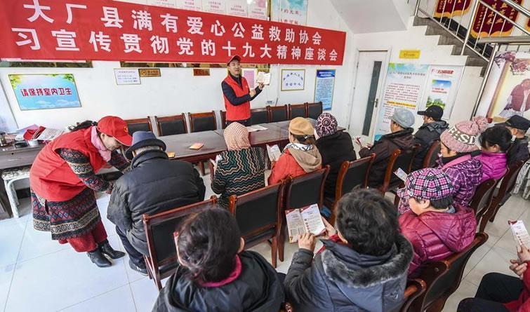 """河北大厂:""""小红帽""""深入基层宣传党的十九大精神"""