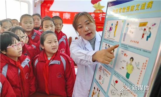 秦皇岛:艾滋病知识进校园