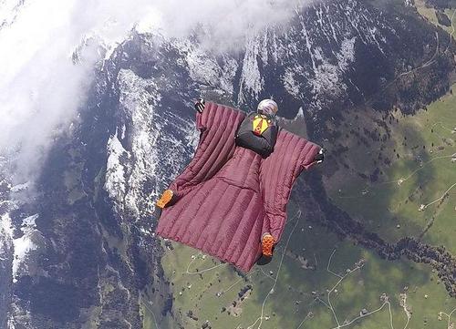 翼装飞行:峰顶跳下 空中登机