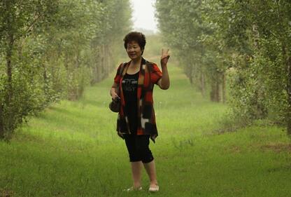 """""""大地妈妈""""易解放和她的五百万棵""""绿色生命树"""""""