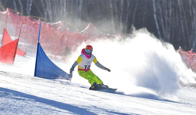 崇礼:全国单板滑雪平行项目锦标赛举行