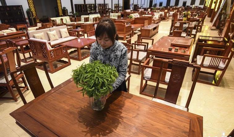 河北饶阳:传统与现代工艺结合引领红木家具生产