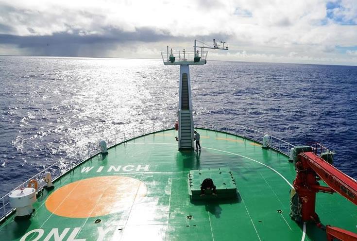 """""""向阳红01""""船首次穿越东西半球"""