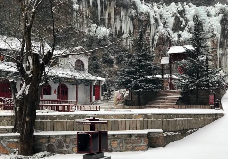惊艳!天河山景区迎初雪 冰挂奇景再现