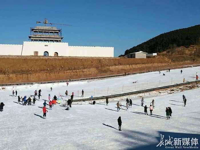 邢台天河山滑雪场正式开门迎客。