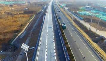 """全球首段光伏高速公路亮相 路面就是""""充电宝"""""""
