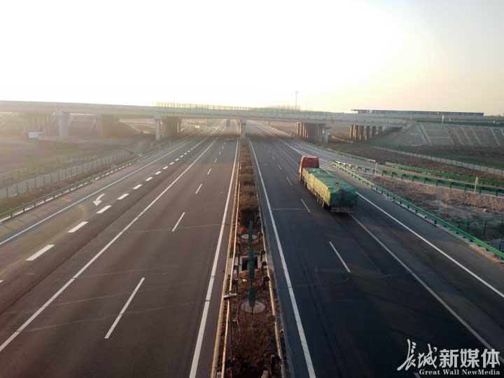 路桥集团参建的迁曹高速公路一期工程正式通车运行