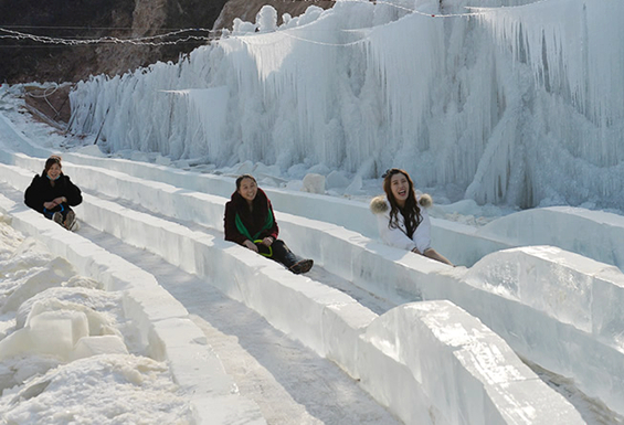 """迁安""""冷口冰河世纪""""大型冰雕冰瀑户外主题公园开放"""