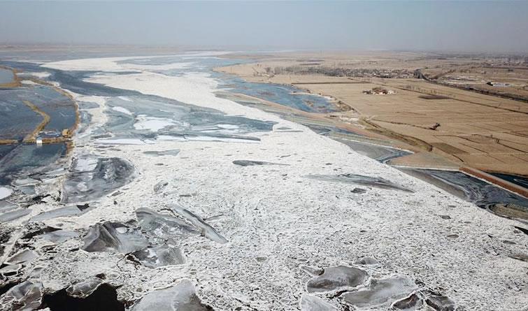 黄河宁夏段出现冰封河段