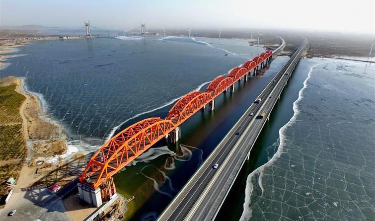 京张高铁官厅水库特大桥主桥主体结构施工完成