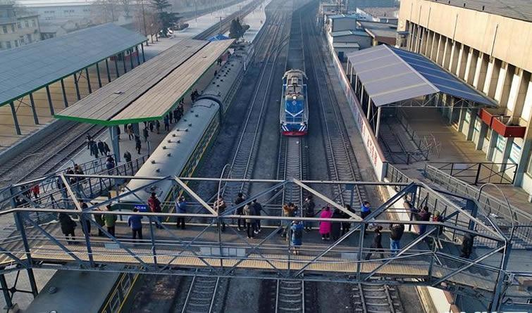 唐山停运旅客多年的百年铁路重新开行客运列车