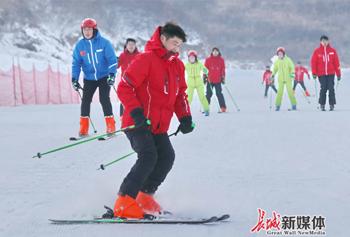 秦皇岛:冰雪运动助力冬季旅游