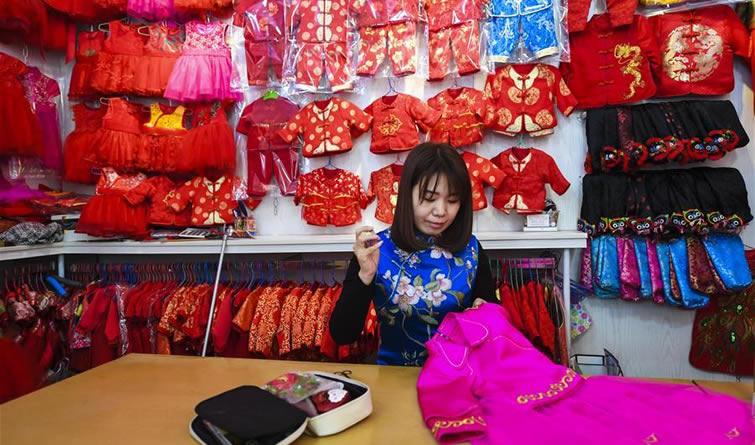 河北霸州:传统服饰 深受喜爱