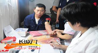 魏县医务人员到基层为群众免费体检