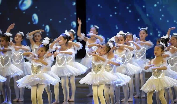 固安:少儿歌舞迎新春