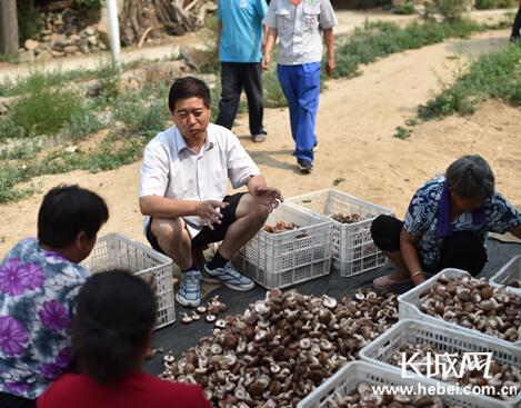 王越祥:心系山村的扶贫人