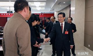 王东峰许勤看望出席省十三届人大一次会议的代表
