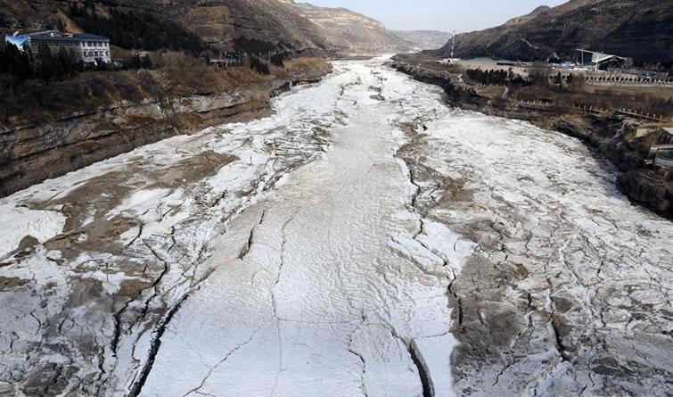 黄河壶口段流凌封河