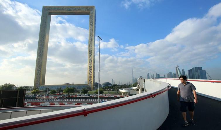 """现实版""""金拱门""""?迪拜斥资3亿元打造新地标"""
