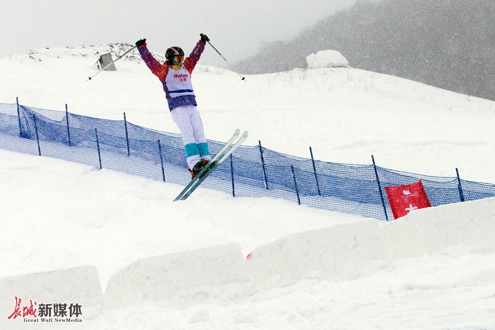 自由式滑雪雪上技巧中韩对抗赛