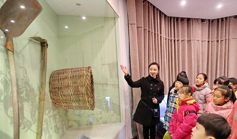 """秦皇岛""""花蕾课堂""""学员走进港口博物馆学知识"""