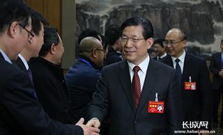 """王东峰看望河北省""""两会""""工作人员"""
