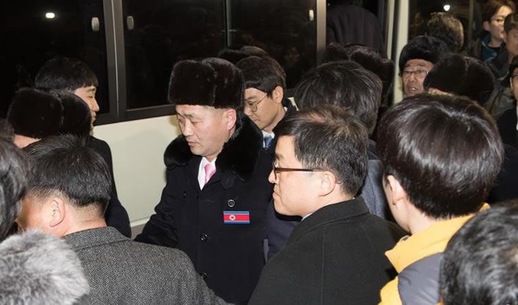 朝鲜冬奥体育代表团抵达韩国