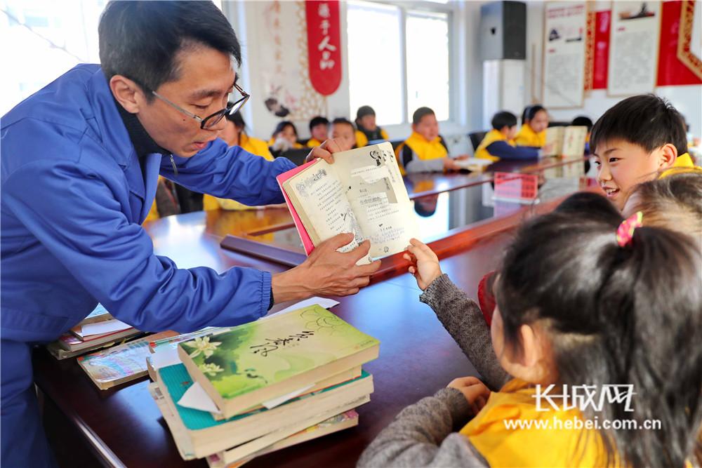 破损图书修复 倡导文明阅读