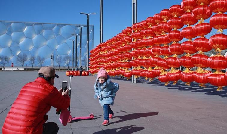大红灯笼扮靓北京奥林匹克公园
