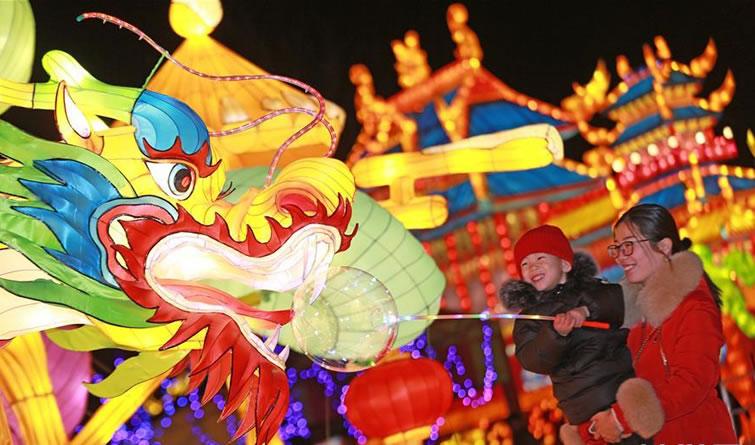 古城正定:新春灯会引游人