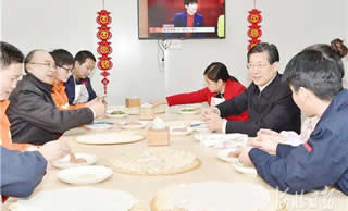 王东峰许勤除夕慰问石家庄地铁建设者一起包饺子度佳节