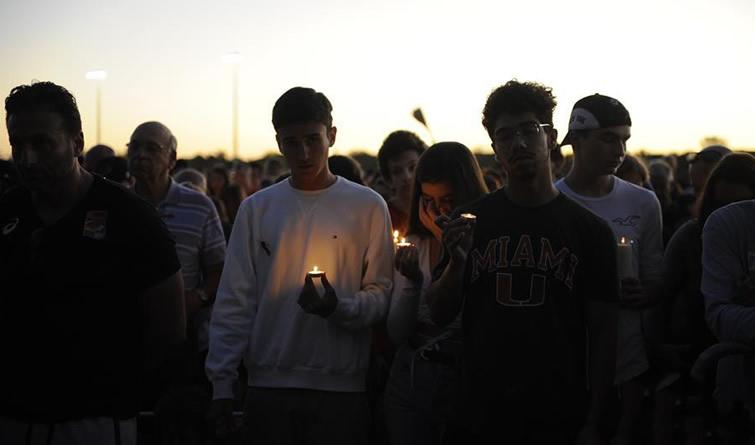 悼念枪击案遇难者
