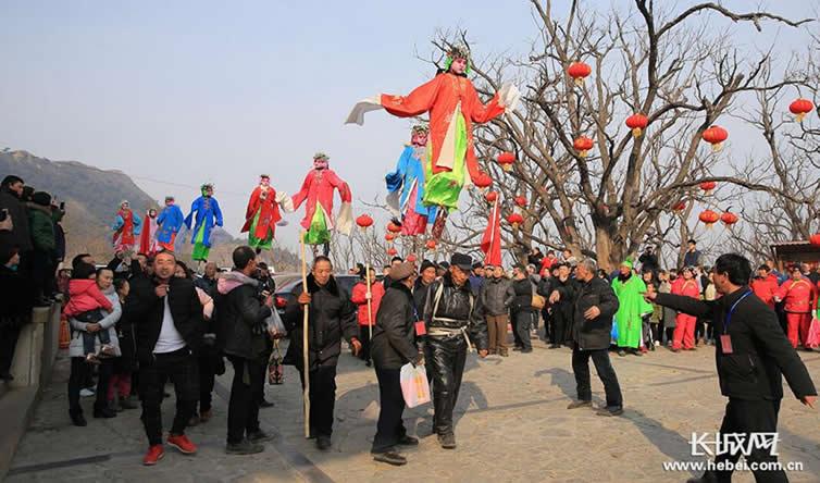 唐山背杆表演走进景忠山文化节