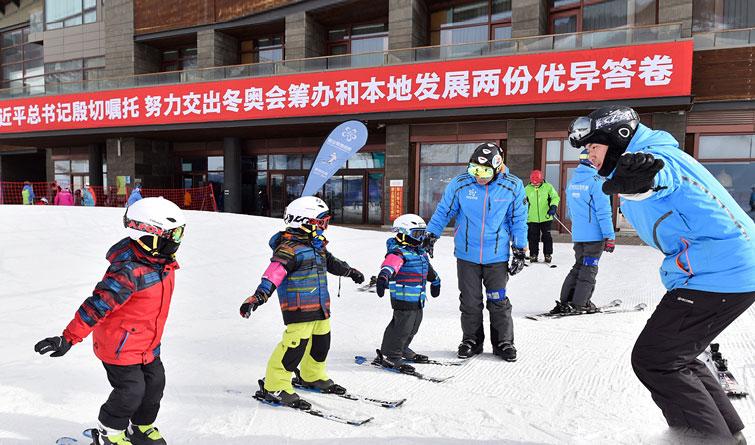 """崇礼新春:冬奥小城涌动""""冰雪情"""""""