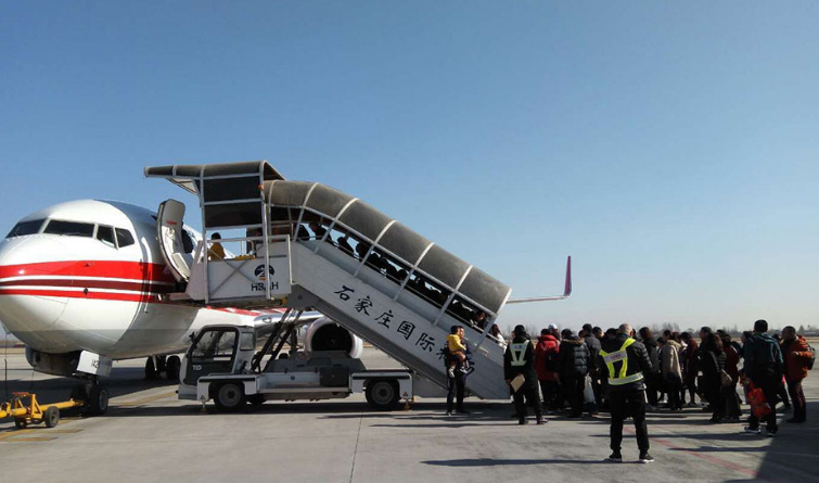 春运在一线 机场人坚守岗位护航旅客安全出行
