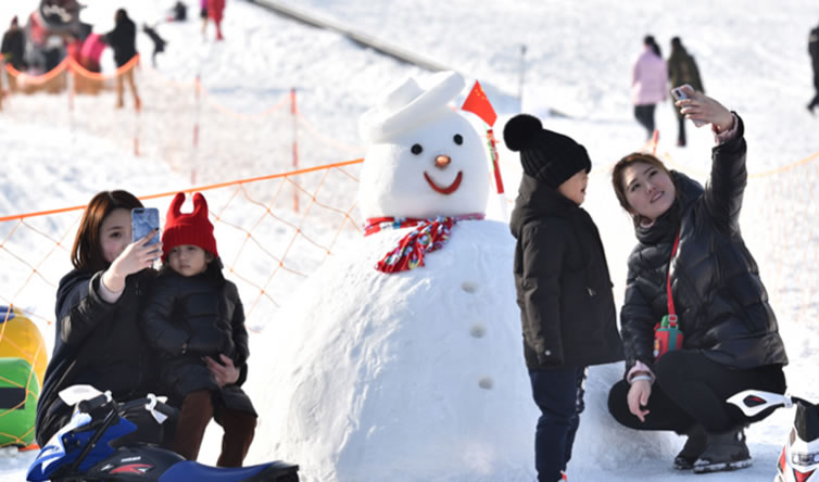 廊坊:冰雪运动受欢迎 快乐健康过大年