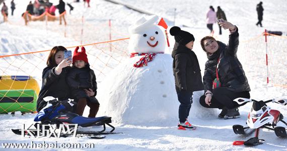 廊坊:冰雪运动受欢迎