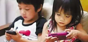 """研究显示屏幕电子设备正培养一代""""悲惨孩子"""""""
