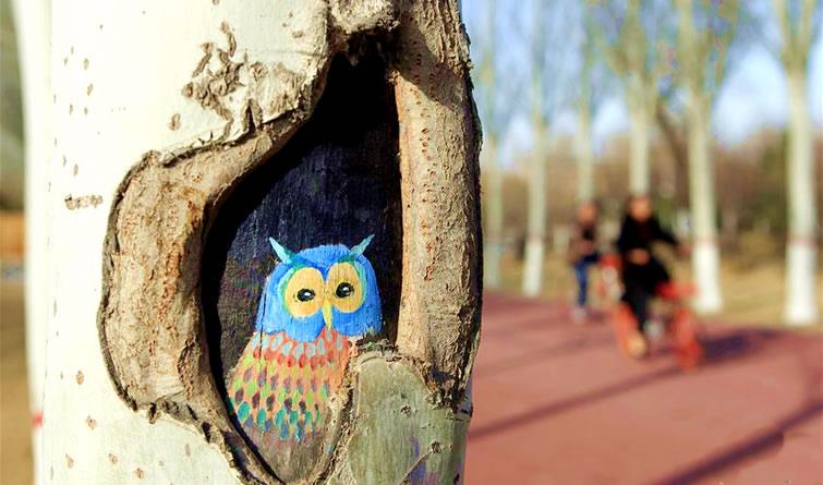 """手绘""""树洞画""""添彩公园"""