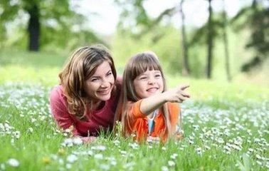 老师不布置周末作业 让孩子去感受大自然