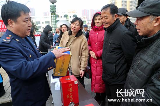 """秦皇岛:""""315""""消费维权进社区"""