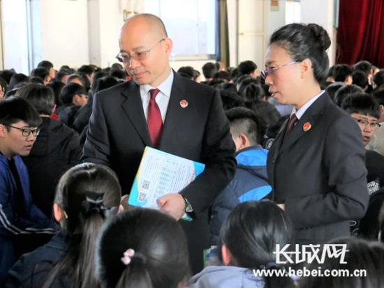 """唐山丰南区检察院开展""""法治进校园""""巡讲活动"""