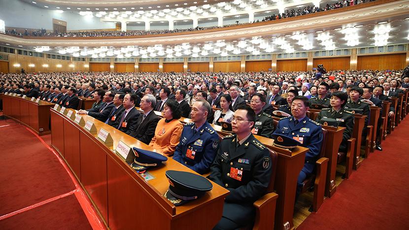 十三届全国人大一次会议举行第七次全体会议
