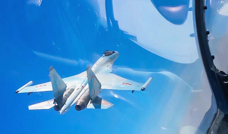 中国空军多型战机远洋训练战巡南海